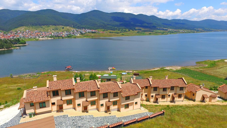 ВИП комплекс Сърница - Къщи за почивка на брега на язовир Доспат